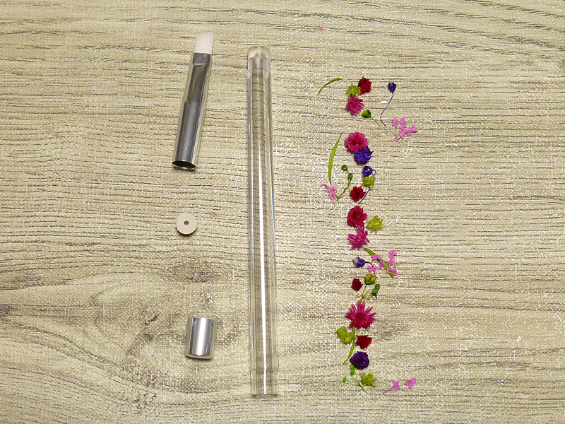 写真:細い筒の花材の配置