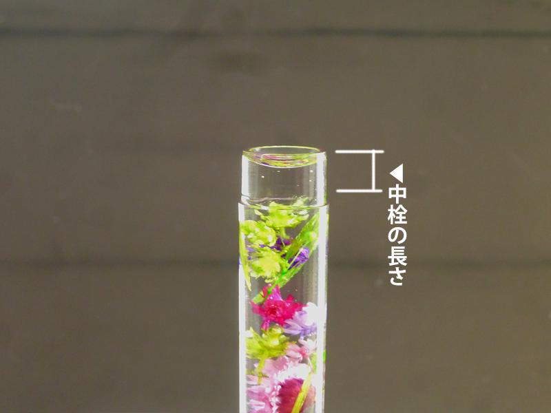 写真:花材を上まで入れる